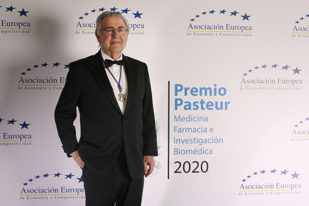 """El urólogo malagueño Pedro Torrecillas """"Premio Pasteur"""" de medicina"""